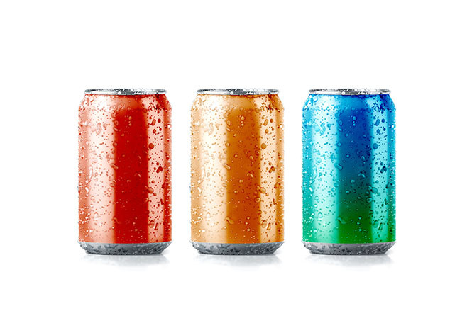 Blank colors aluminium soda can mockup with drops, 3d rendering. Empty fresh fizzy pop packing mock up with condensate, isolated. Canned dripping drink template.