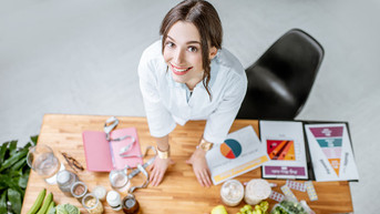 Differences Between A Nutritionist And A Dietitian, And Why It Matters To Your Clients