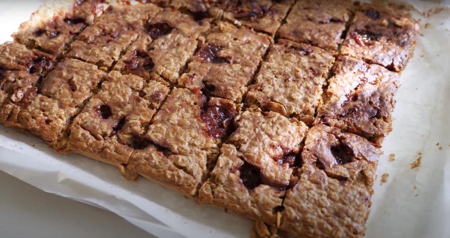 Breakfast Peanut Butter Jelly Oats Bar
