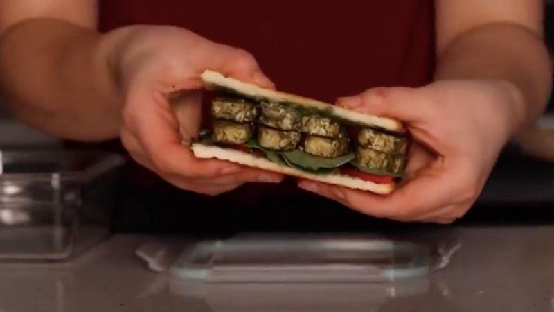 Pesto tempeh sandwich