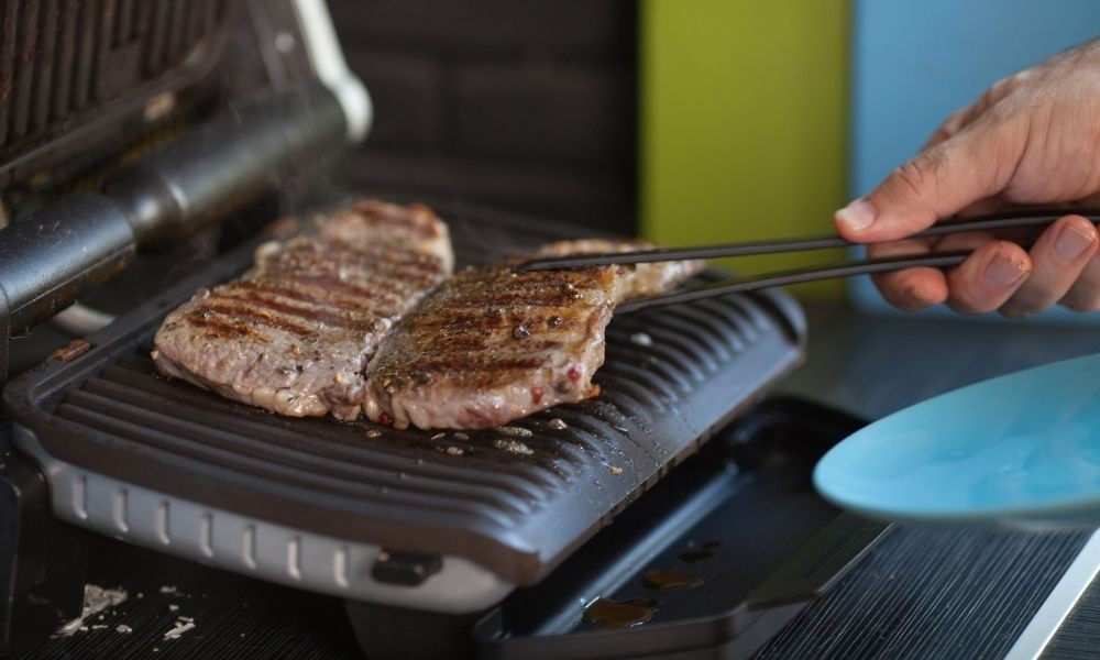 the electric grill works for indoor grilling